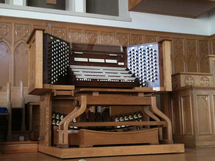 New Decatur Presbyterian organ console